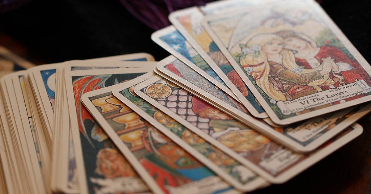 Composé comme un tarot classique bien qu issu de la tradition Rider-Waite,  le Tarot de l Amour dispose de 78 lames, arcanes majeures et mineures. a07665902fe3