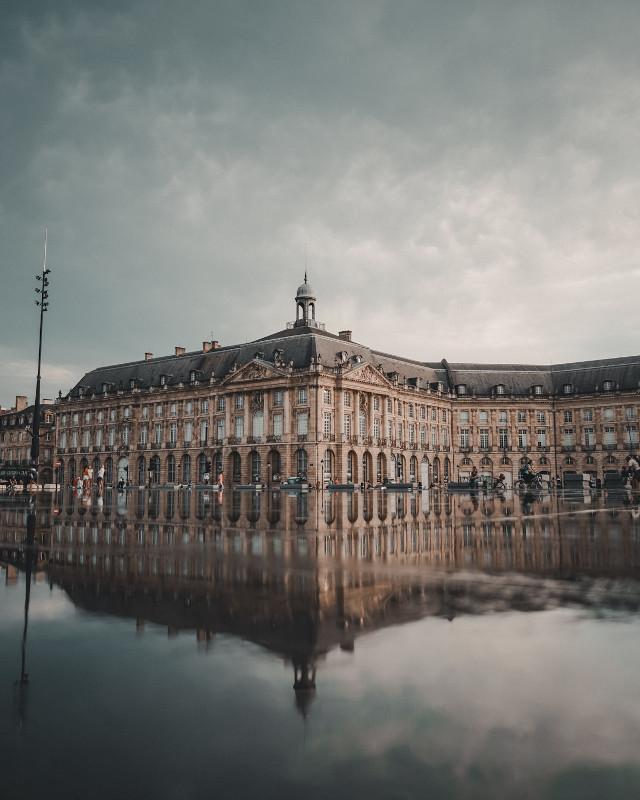 chateau-miroir
