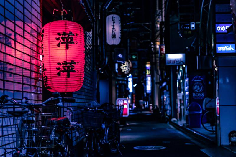 rue-japonaise-nuit